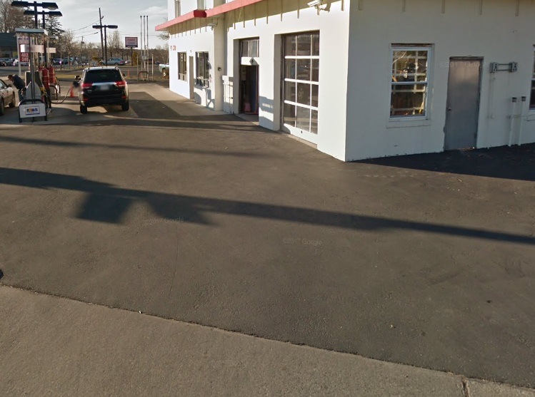 This asphalt paving in Smithtown was newly installed by DuMor Construction Inc.